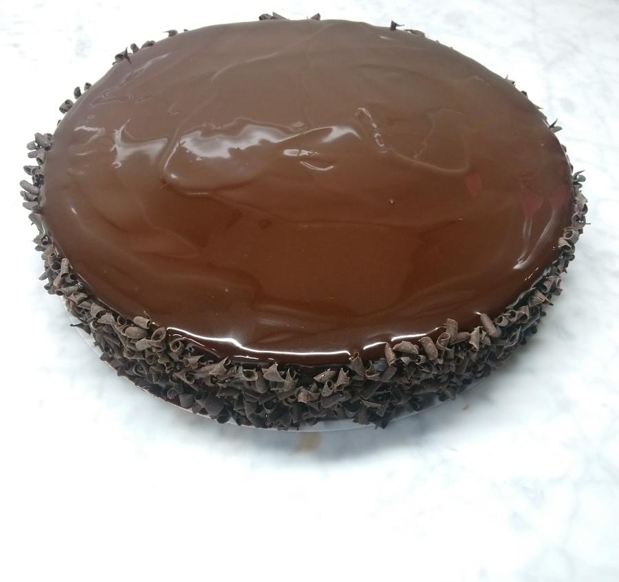 Chocolade- en vanillemoussetaart